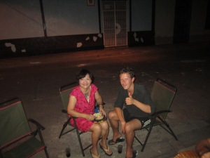 Johanness hanging out with Julie from Taiwan out on the calle