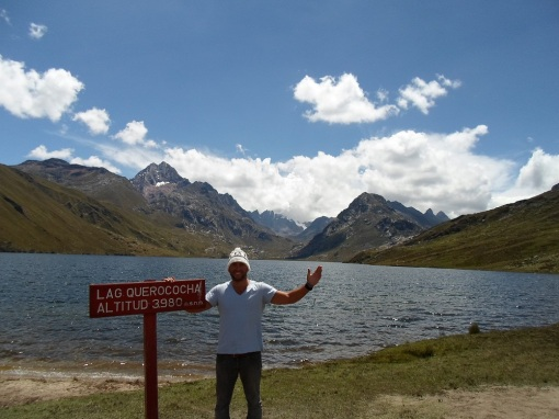 A quick stop at Laguna Querococha sitting at 3980 metres in altitude. Not quite as colorful as Laguna 69 but still an incredible setting.
